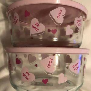 Pyrex 7 cup Conversation heart Bowls Lot Of 2 lids